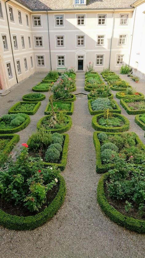 Kloster Kräutergarten