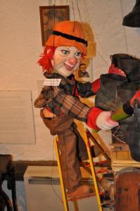 Marionette auf Leiter